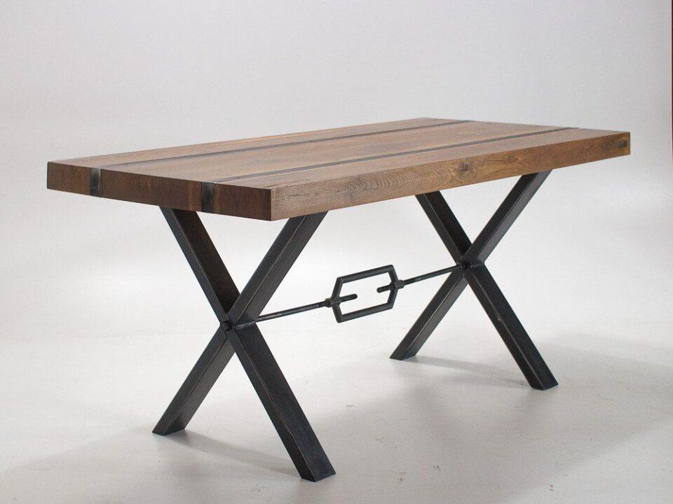 Industrialny stół z postarzanego dębu