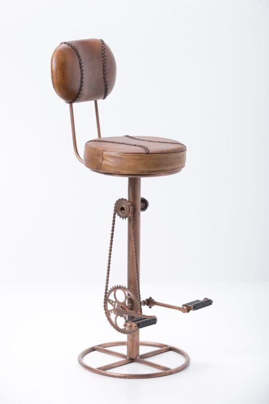 Krzesło barowe ze skórzanym siedziskiem i oparciem, na nodze w kolorze miedziowanym
