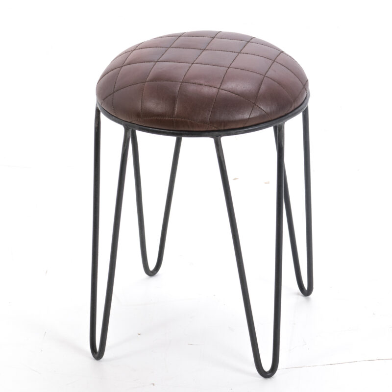 Skórzane siedzisko na stalowych nogach