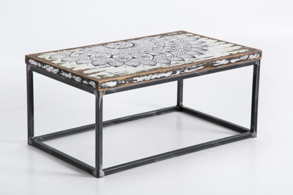 dębowy stolik kawowy na stalowych nogach