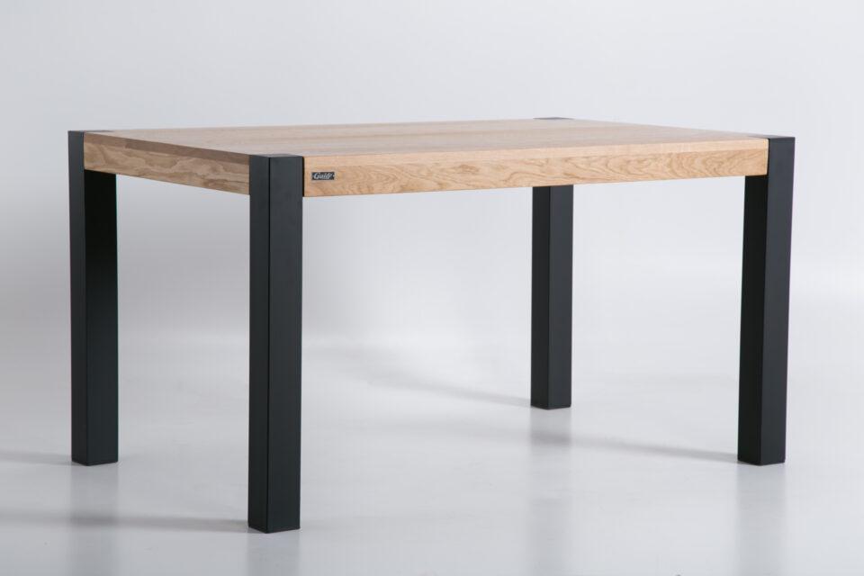 Dębowy prostokątny stół ze stalowymi nogami