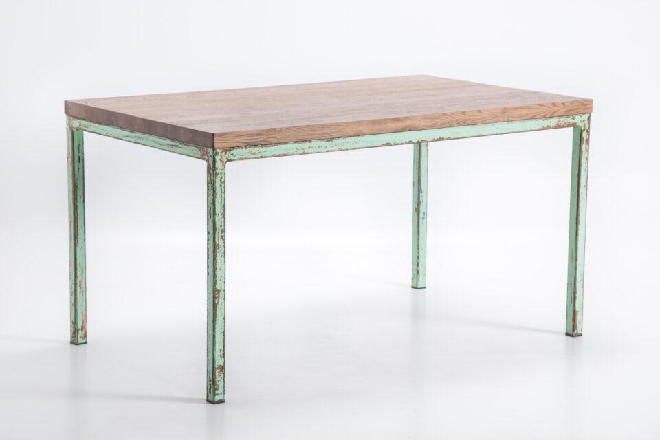 Industrialny stół dębowy z miętowymi nogami