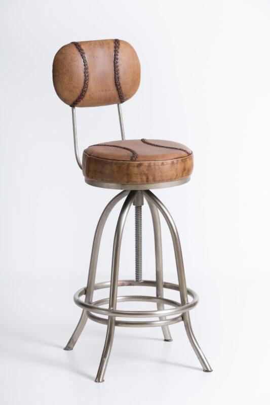Barowe krzesło ze skórzanym siedziskiem i oparciem