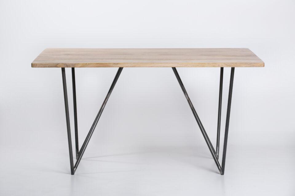 Stół z mango ze stalowymi nogami