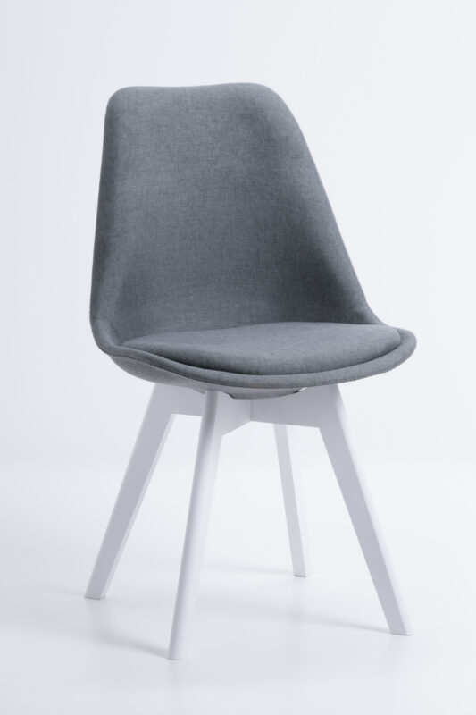 Krzesło Dior z białymi nogami