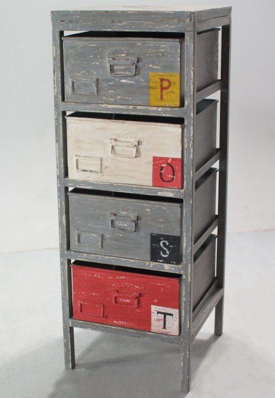 Industrialny regał z szufladami w różnych kolorach
